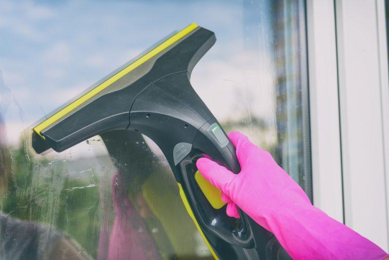 Co je vysavač na okna a jak se používá?